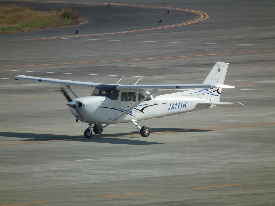 ヒコーキグモさんの学校法人ヒラタ学園 航空事業本部 Cessna 172 (JA111H) 航空フォト