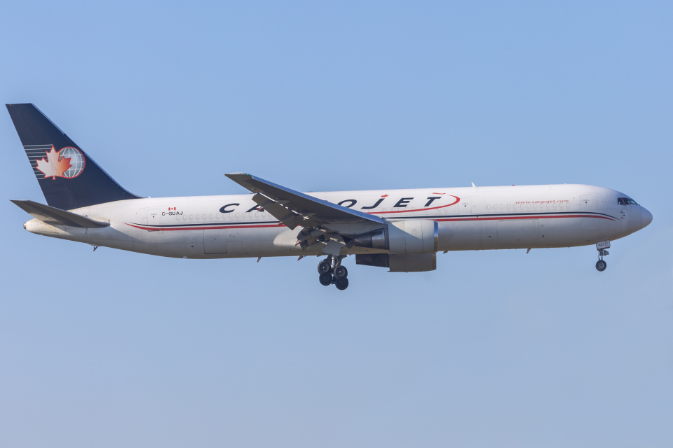 mameshibaさんのカーゴジェット・エアウェイズ Boeing 767-300 (C-GUAJ) 航空フォト