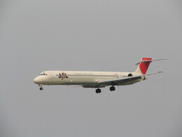 kahluamilkさんが、新潟空港で撮影した日本航空 MD-90-30の航空フォト(飛行機 写真・画像)