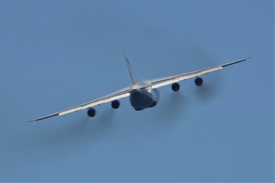 jutenLCFさんのアントノフ・エアラインズ Antonov An-124 Ruslan (UR-82008) 航空フォト