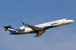 キャスバルさんが、フェニックス・スカイハーバー国際空港で撮影したスカイウエスト CL-600-2C10 Regional Jet CRJ-701ERの航空フォト(飛行機 写真・画像)