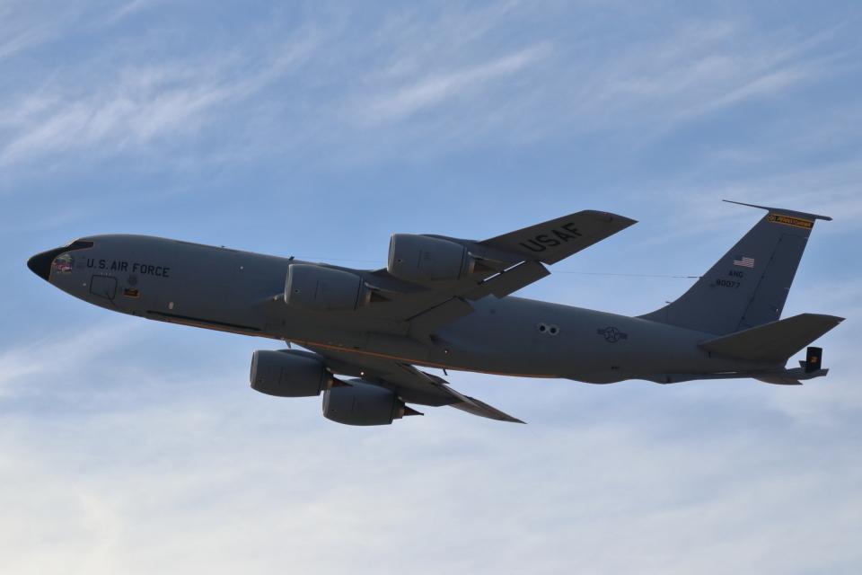 キャスバルさんのアメリカ空軍 Boeing C-135 Stratolifter (58-0077) 航空フォト