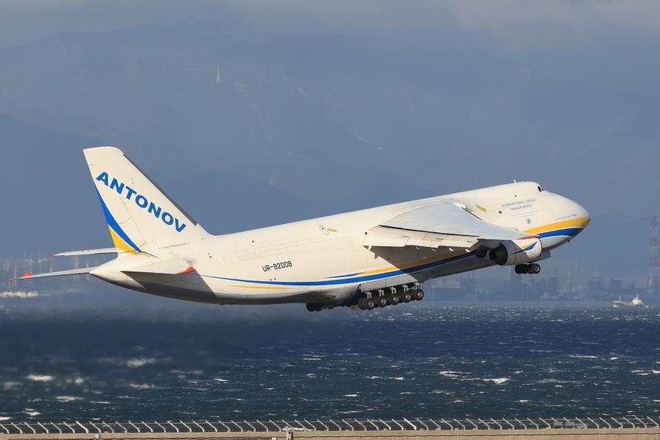 わんだーさんのアントノフ・エアラインズ Antonov An-124 Ruslan (UR-82008) 航空フォト
