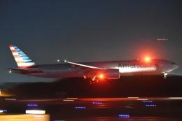 木人さんが、成田国際空港で撮影したアメリカン航空 777-323/ERの航空フォト(飛行機 写真・画像)