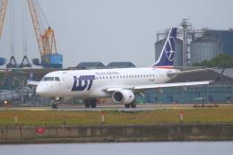 かみじょー。さんが、ロンドン・シティ空港で撮影したLOTポーランド航空 ERJ-190-100(ERJ-190STD)の航空フォト(飛行機 写真・画像)