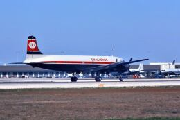 パール大山さんが、マイアミ国際空港で撮影したチャレンジ・エア・カーゴ VC-118A Liftmaster (DC-6A)の航空フォト(飛行機 写真・画像)