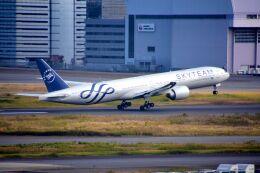 まいけるさんが、羽田空港で撮影したガルーダ・インドネシア航空 777-3U3/ERの航空フォト(飛行機 写真・画像)