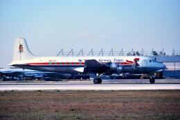 パール大山さんが、マイアミ国際空港で撮影したケイマン航空 DC-6Aの航空フォト(飛行機 写真・画像)
