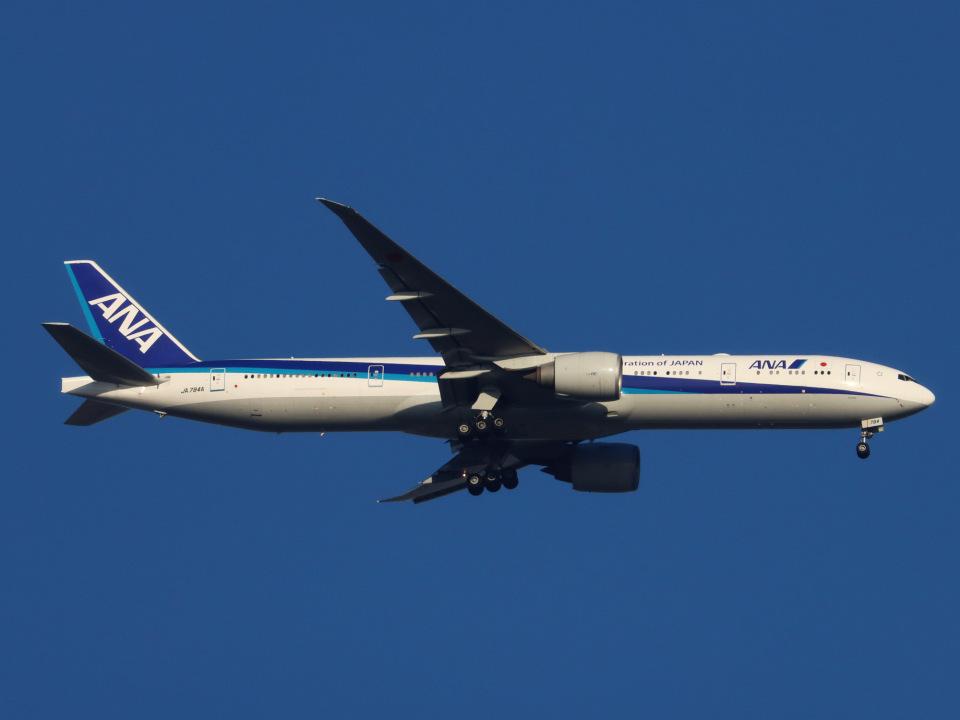 丸めがねさんの全日空 Boeing 777-300 (JA784A) 航空フォト
