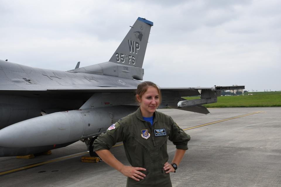 エルさんのアメリカ空軍 General Dynamics F-16 Fighting Falcon (90-0735) 航空フォト