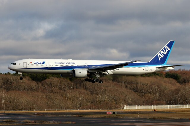 にしやんさんが、新千歳空港で撮影した全日空 777-381の航空フォト(飛行機 写真・画像)