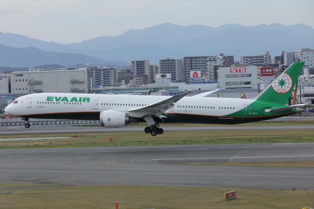DBACKさんが、福岡空港で撮影したエバー航空 787-10の航空フォト(飛行機 写真・画像)