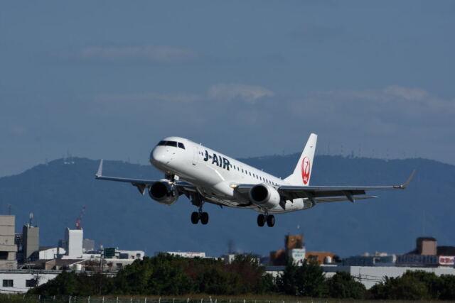 どんちんさんが、伊丹空港で撮影したジェイエア ERJ-190-100(ERJ-190STD)の航空フォト(飛行機 写真・画像)