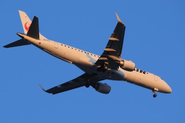 Hiro-hiroさんが、羽田空港で撮影したジェイエア ERJ-190-100(ERJ-190STD)の航空フォト(飛行機 写真・画像)