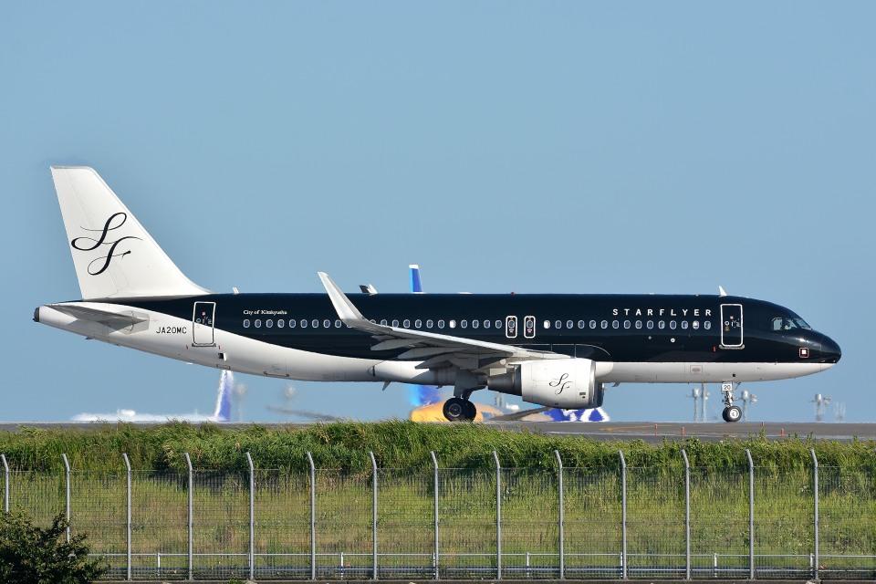 サンドバンクさんのスターフライヤー Airbus A320 (JA20MC) 航空フォト