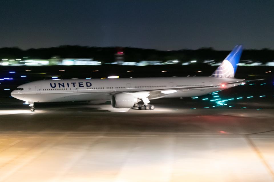 じゃがさんのユナイテッド航空 Boeing 777-300 (N2142U) 航空フォト