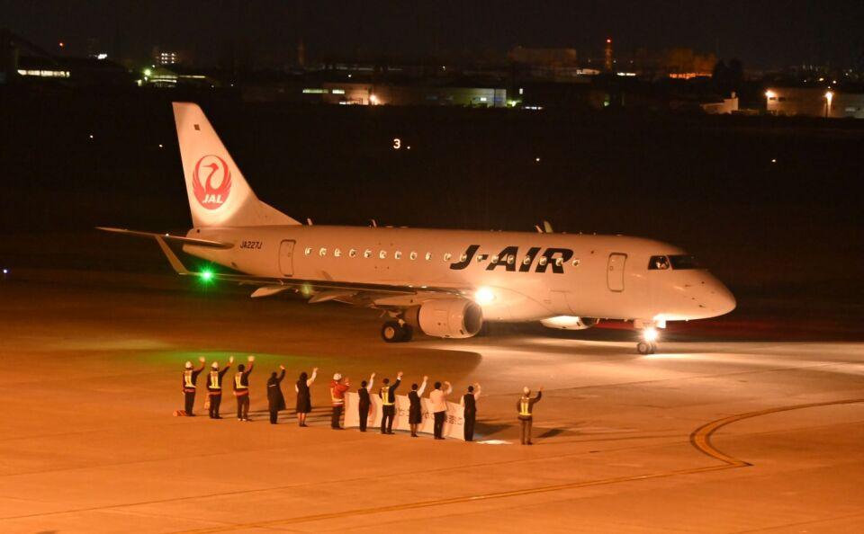 joepoさんのジェイエア Embraer 170 (JA227J) 航空フォト