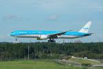 神宮寺ももさんが、成田国際空港で撮影したKLMオランダ航空 777-306/ERの航空フォト(飛行機 写真・画像)