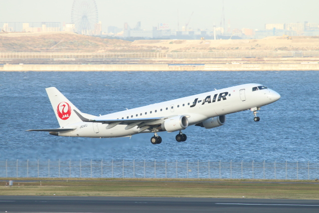 ceskykrumlovさんが、羽田空港で撮影したジェイエア ERJ-190-100(ERJ-190STD)の航空フォト(飛行機 写真・画像)