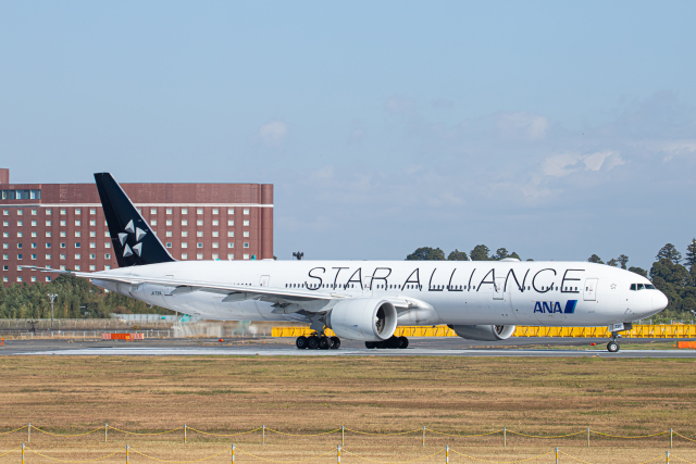 SGR RT 改さんが、成田国際空港で撮影した全日空 777-381/ERの航空フォト(飛行機 写真・画像)