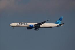 Koenig117さんが、成田国際空港で撮影したユナイテッド航空 777-322/ERの航空フォト(飛行機 写真・画像)