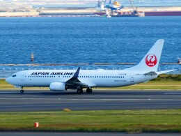 mich_stoneさんが、羽田空港で撮影した日本航空 737-846の航空フォト(飛行機 写真・画像)