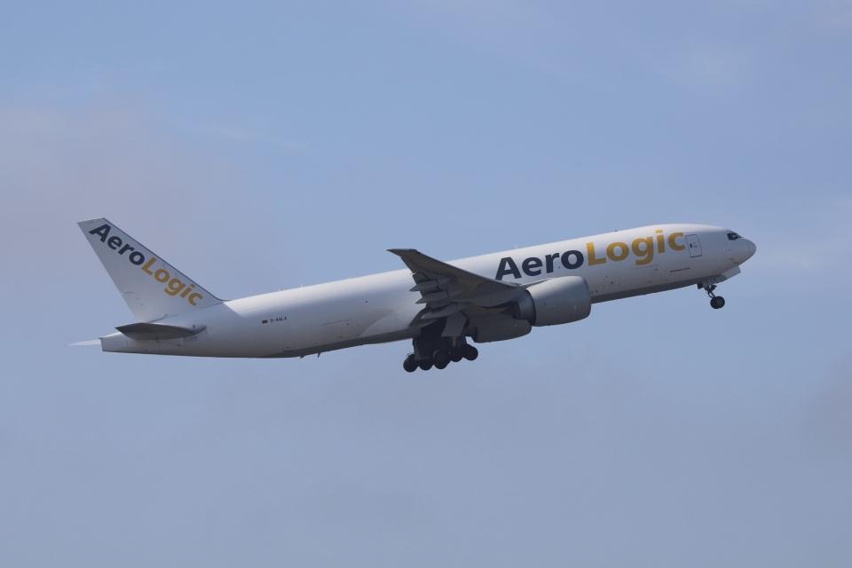 m_aereo_iさんのエアロ・ロジック Boeing 777-200 (D-AALA) 航空フォト