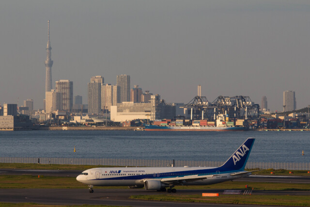 Koenig117さんが、羽田空港で撮影した全日空 767-381/ERの航空フォト(飛行機 写真・画像)