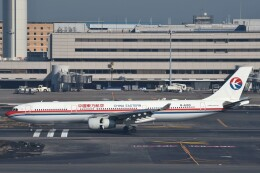 B747‐400さんが、羽田空港で撮影した中国東方航空 A330-343Xの航空フォト(飛行機 写真・画像)