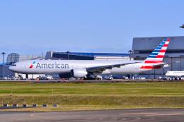 フリューゲルさんが、成田国際空港で撮影したアメリカン航空 777-323/ERの航空フォト(飛行機 写真・画像)