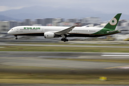 planetさんが、福岡空港で撮影したエバー航空 787-10の航空フォト(飛行機 写真・画像)