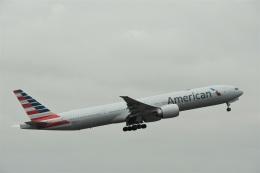 エルさんが、成田国際空港で撮影したアメリカン航空 777-323/ERの航空フォト(飛行機 写真・画像)
