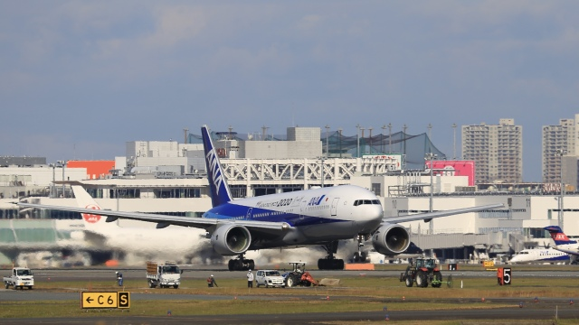aki241012さんが、福岡空港で撮影した全日空 777-281/ERの航空フォト(飛行機 写真・画像)