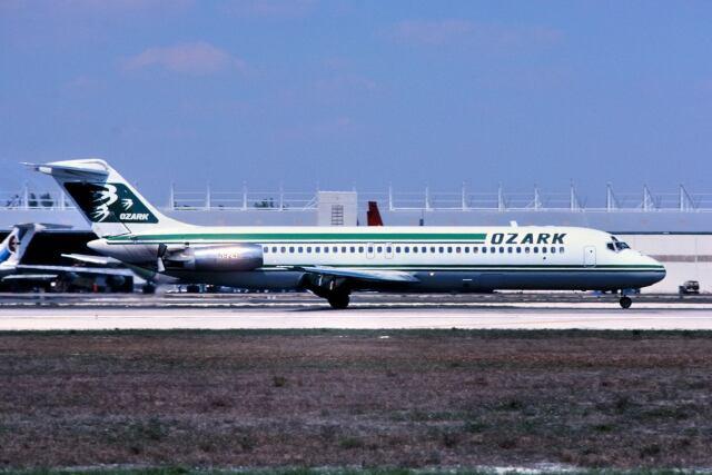 パール大山さんが、マイアミ国際空港で撮影したオザーク・エアラインズ DC-9-32の航空フォト(飛行機 写真・画像)