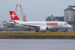 かみじょー。さんが、ロンドン・シティ空港で撮影したスイスインターナショナルエアラインズ BD-500-1A10 CSeries CS100の航空フォト(飛行機 写真・画像)