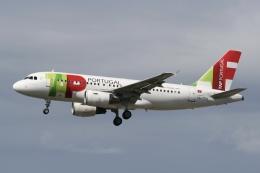 NIKEさんが、ロンドン・ガトウィック空港で撮影したTAPポルトガル航空 A319-112の航空フォト(飛行機 写真・画像)