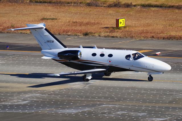 yabyanさんが、名古屋飛行場で撮影した岡山航空 510 Citation Mustangの航空フォト(飛行機 写真・画像)