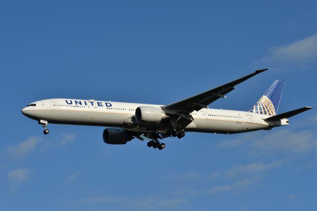 yotaさんが、成田国際空港で撮影したユナイテッド航空 777-322/ERの航空フォト(飛行機 写真・画像)