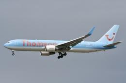 NIKEさんが、ロンドン・ガトウィック空港で撮影したトムソン航空 767-304/ERの航空フォト(飛行機 写真・画像)