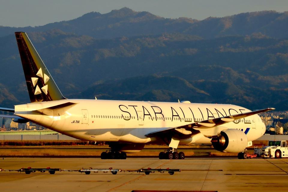 た~きゅんさんの全日空 Boeing 777-200 (JA711A) 航空フォト