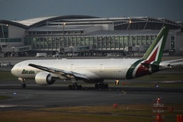 bachi51さんが、福岡空港で撮影したアリタリア航空 777-3Q8/ERの航空フォト(飛行機 写真・画像)