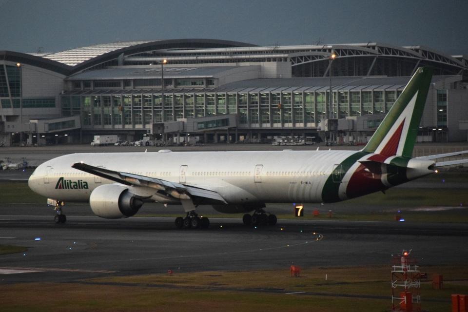 bachi51さんのアリタリア航空 Boeing 777-300 (EI-WLA) 航空フォト
