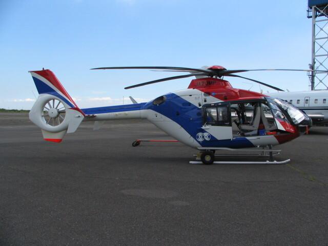 kahluamilkさんが、羽田空港で撮影した毎日新聞社 EC135T1の航空フォト(飛行機 写真・画像)