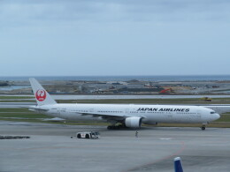 TradelView FUKUROさんが、那覇空港で撮影した日本航空 777-346の航空フォト(飛行機 写真・画像)
