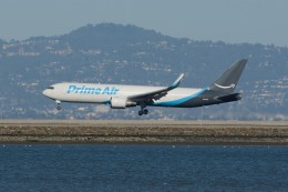 小弦さんが、サンフランシスコ国際空港で撮影したアマゾン・エア 767-319/ER(BDSF)の航空フォト(飛行機 写真・画像)