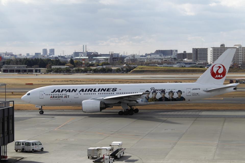 新城 JAL alpha rainbowさんの日本航空 Boeing 777-200 (JA8979) 航空フォト