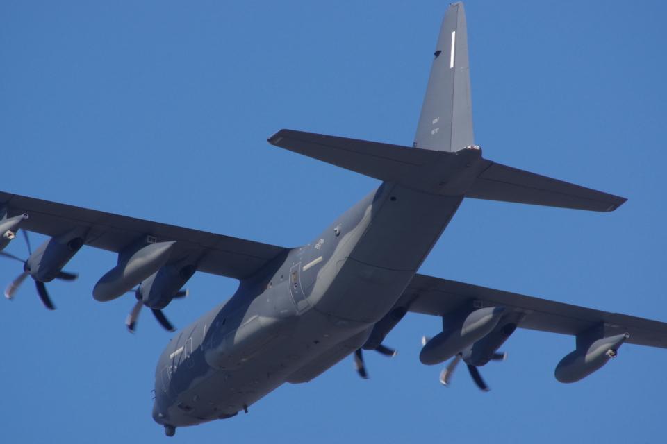 JA8037さんのアメリカ空軍 Lockheed Martin C-130 Hercules (11-5737) 航空フォト