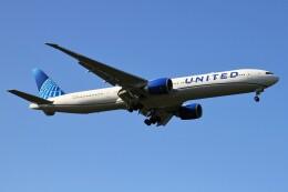 BTYUTAさんが、成田国際空港で撮影したユナイテッド航空 777-322/ERの航空フォト(飛行機 写真・画像)