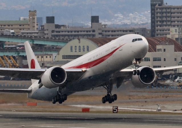 ビッグジョンソンさんが、福岡空港で撮影した航空自衛隊 777-3SB/ERの航空フォト(飛行機 写真・画像)