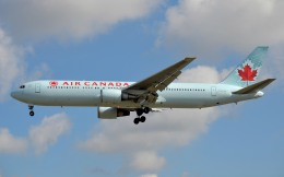IL-18さんが、ロンドン・ヒースロー空港で撮影したエア・カナダ 767-375/ERの航空フォト(飛行機 写真・画像)